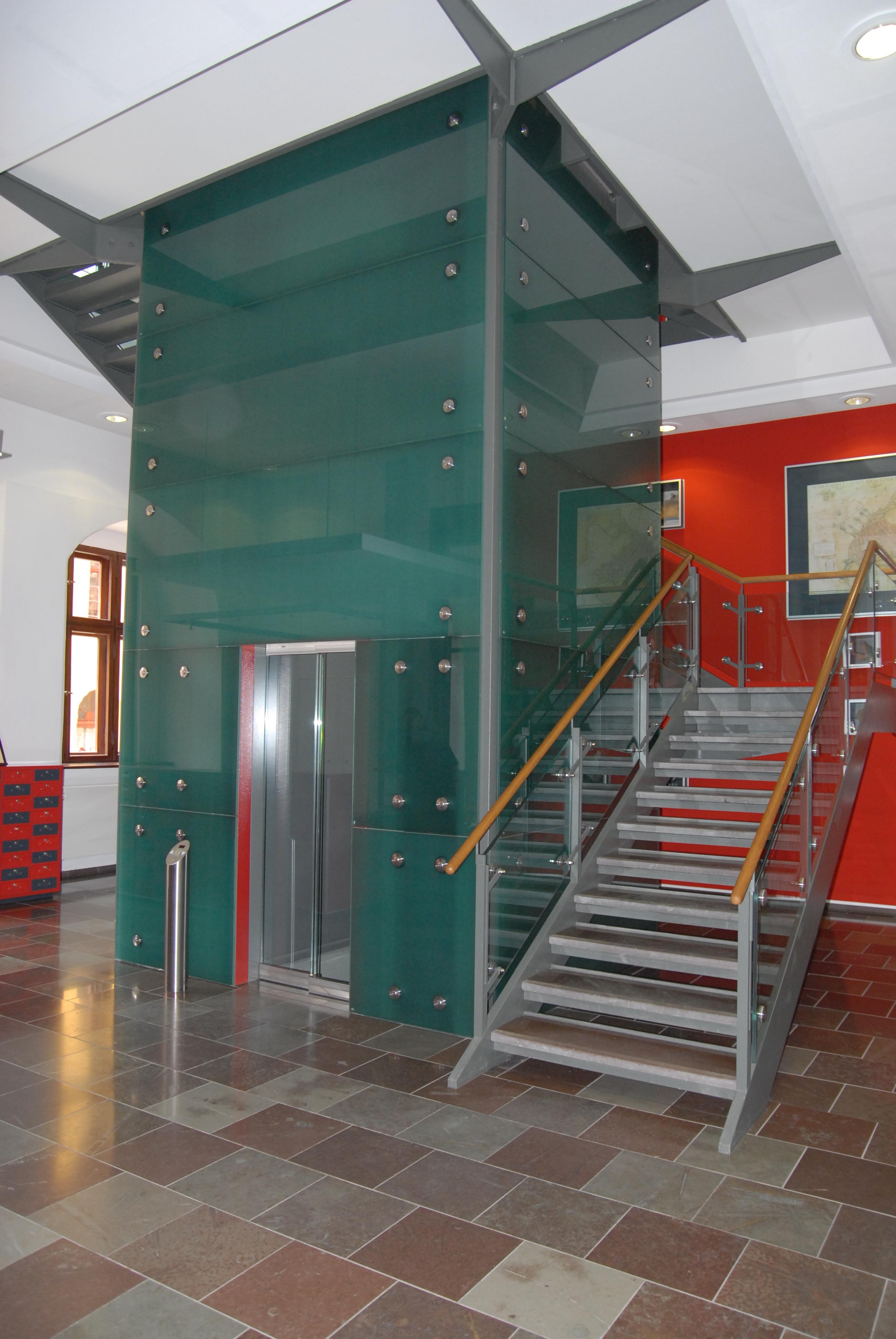 Rathaus Stralsund, Aufzug
